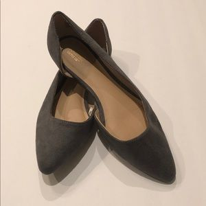 Mossimo gray suede pointy toe flats in size 7.5